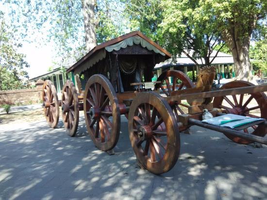 Cirebon, Indonesien: kereta 8 Roda.