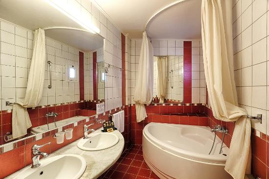 the Stanley: Junior Suite with Spa Bath