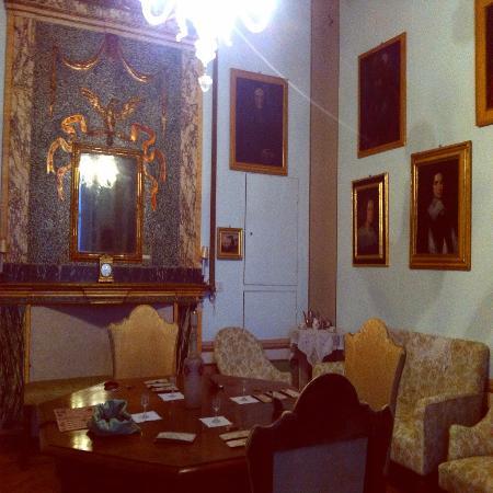 Fondazione Marini Clarelli Santi - Casa Museo degli Oddi: UNA DELLE STANZE DEL PALAZZO
