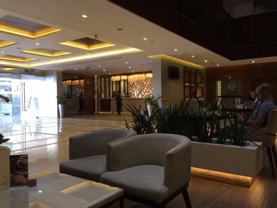 โรงแรมฟลอร่าแกรนด์: Lobby