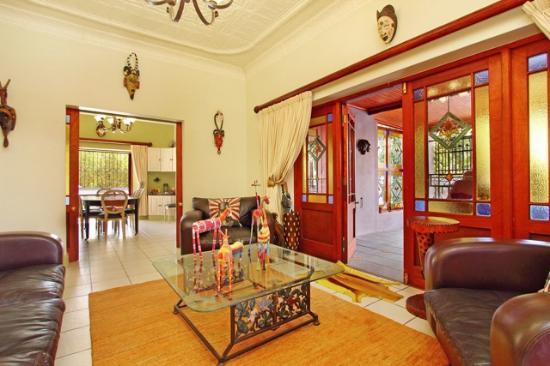 Kruger House Guest Cottages : LOUNGE