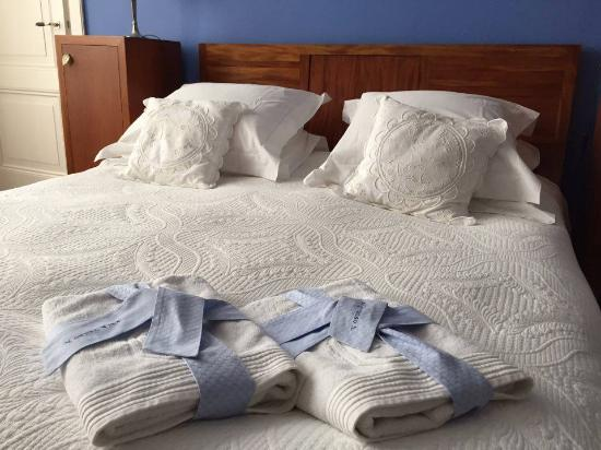 Vondel View B&B: Clean towels and a comfy bed