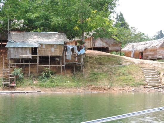 Raba Lake: village aborigène