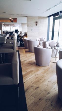 Park Regis Kris Kin Hotel: Restaurant in the hotel