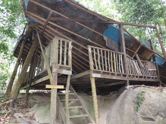 Raba Lake: village abandonné
