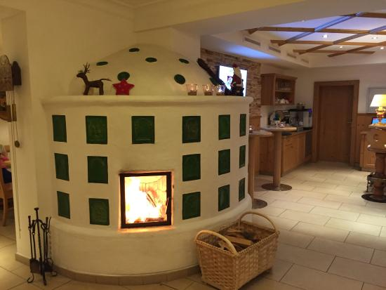 AlpineResort: Уютный бар с камином