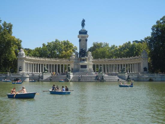 Madrid parco del retiro palazzo di cristallo picture of for Parque del retiro barcas