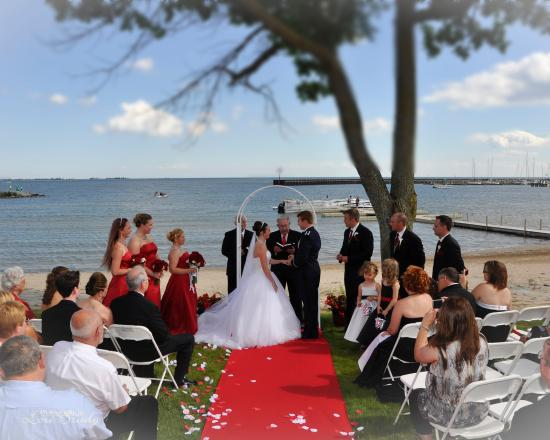 Tawas Bay Beach Resort: Beach Wedding