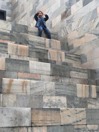 Kids break Foto di Monumento a Sandro Pertini, Milano