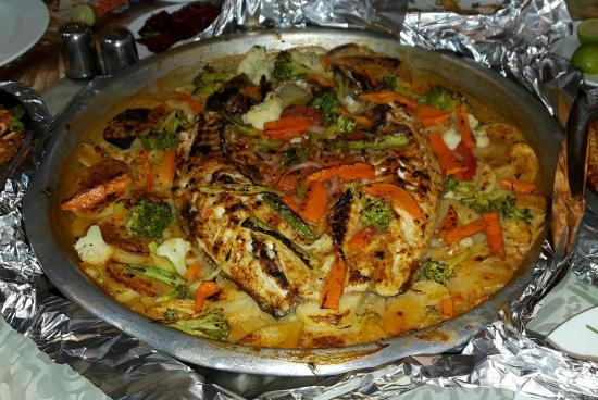 Piatto Di Pesce Misto Al Forno Con Patate E Verdure Foto Di Fares