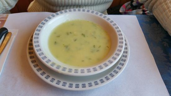 Hotel Nevada : Zuppa porri e patate liofilizzata - 7 euro.
