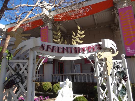 Serendipity 3: the outside from the hotel