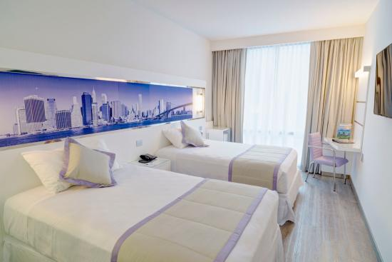 Hotel Riu Plaza New York Times Square Deluxe Room