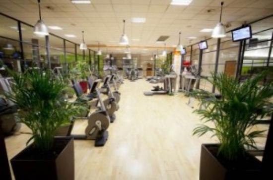 genae fitness club ecully frankrike omd men. Black Bedroom Furniture Sets. Home Design Ideas