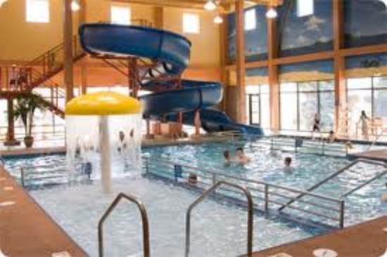 Ramada Plaza Fargo Hotel & Conference Center: Pool