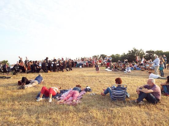 Scansano, อิตาลี: Concerto all'alba a Ghiaccioforte, luglio 2015