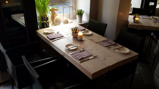 phillips restaurant tisch f r vier hinten bild von philipps restaurant hamburg tripadvisor. Black Bedroom Furniture Sets. Home Design Ideas