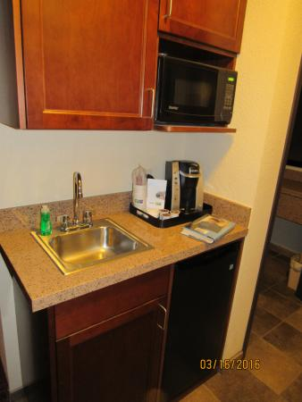 Holiday Inn Express Truth or Consequences: Kitchenette