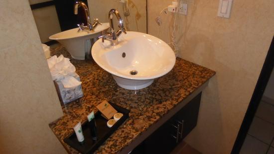 Riande Granada Urban Hotel: Bathroom