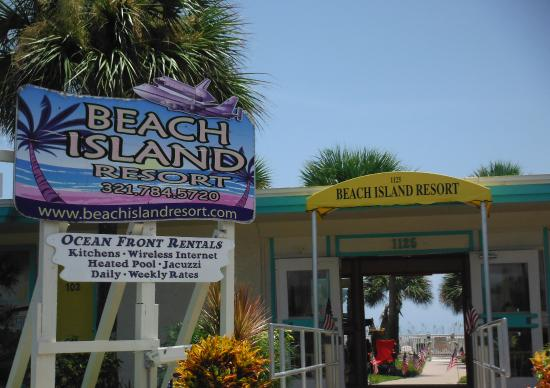 Beach Island Resort: Look for this sign.
