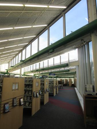 ‪‪Michigan City‬, ‪Indiana‬: library-inside‬
