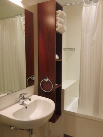 Queenstown Motel Apartments: Banheiro.