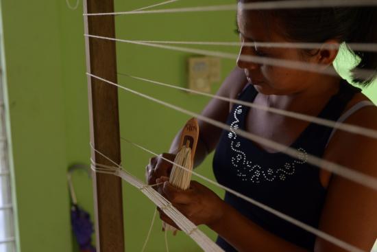 Calakmul, Mexiko: Inicio del proceso de urdido de hamacas