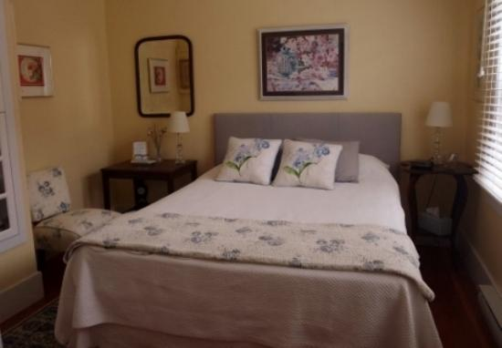 Timeless Rose Bed & Breakfast: Orchard Room - queen bed, private bath, TV