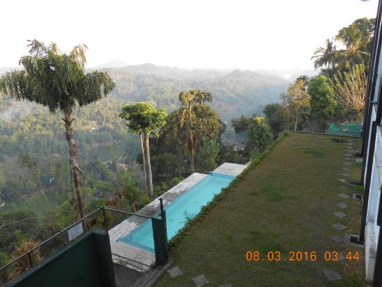 affacciati al balcone picture of emerald hill hotel kandy rh tripadvisor com