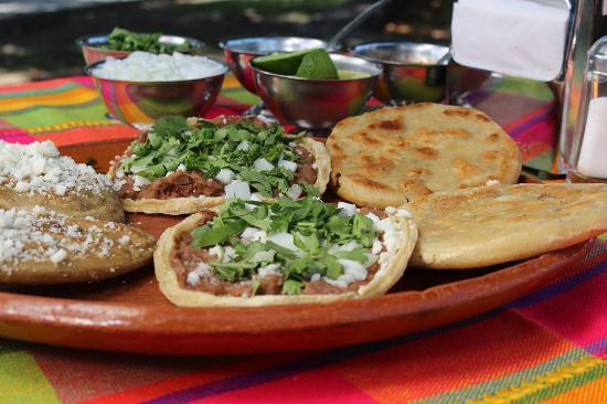Yautepec, Μεξικό: Muy ricos antojitos mexicanos
