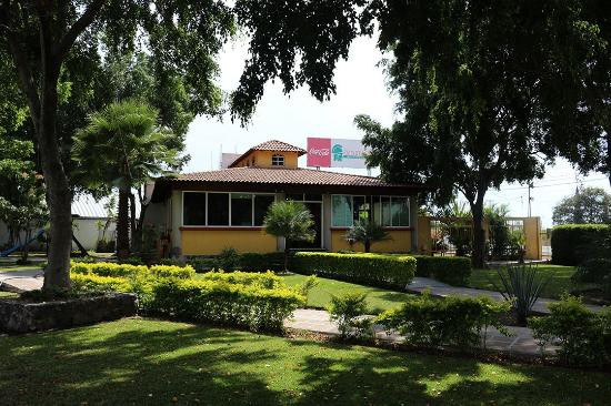 Yautepec, Meksika: Instalaciones al aire libre y techadas, cuentan con área de juegos
