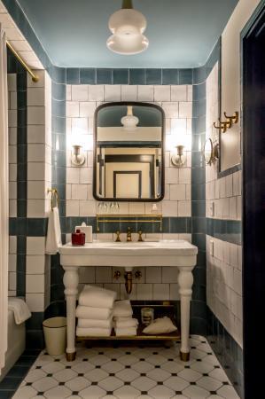 bathroom picture of hotel emma san antonio tripadvisor rh tripadvisor com sg