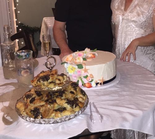 Oleander Village Bakery & Fine: Key Lime cake for wedding
