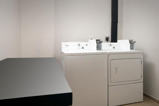 Holiday Inn Express Hotel & Suites San Antonio-Downtown Market Area: Guest Laundry Facility