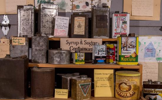 Pittsford, Вермонт: Cans for the maple syrup