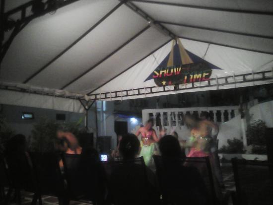 Hotel Portofino: Divertidos shows de baile durante las noches