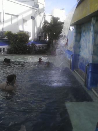 Hotel Portofino: Piscina del hotel apta para los niños