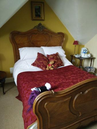 Duncan House: My bed in the Whiteadder room