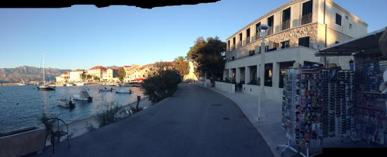 Postira, Croacia: Hotel Lipa with balcony rooms facing the harbor