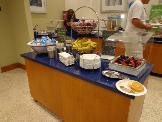 buffet petit d jeuner picture of hampton inn miami south beach rh tripadvisor com