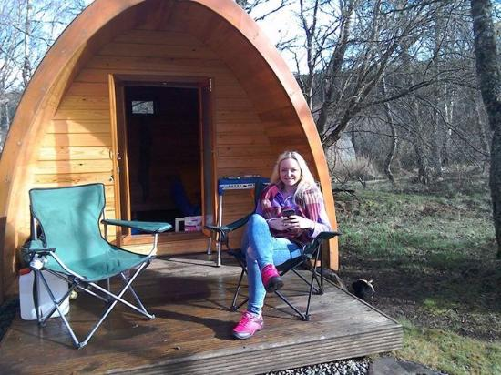 Cannich Caravan & Camping Park: Outside a camping pod