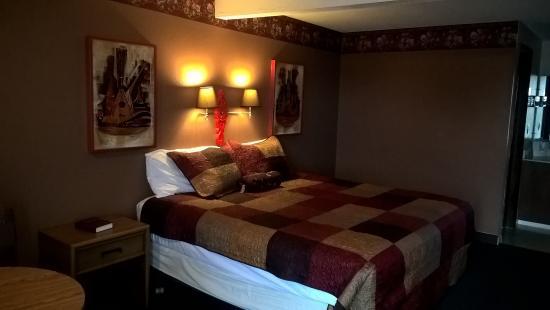 Dogwood Motel: Delux King Bed Room