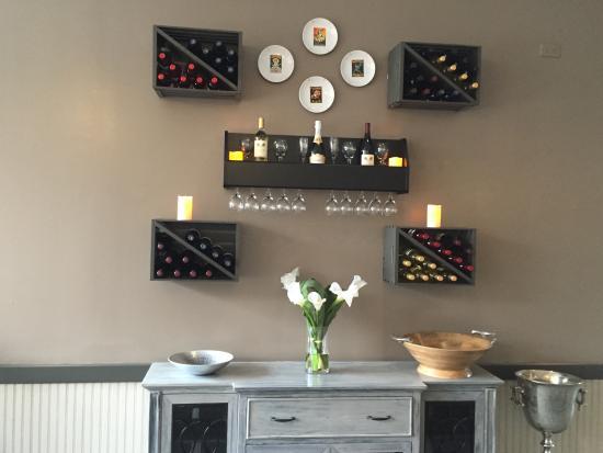 Holiday Inn Westbury: Interior Decor at LiLLies Restaurant and Bar