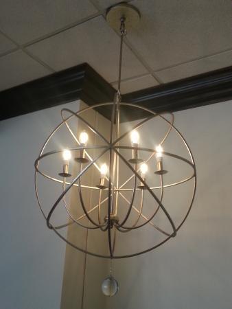 Holiday Inn Westbury: Interior Decor & Lighting at LiLLies Restaurant and Bar