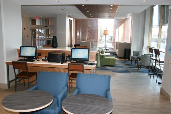 Holiday Inn Express & Suites Downtown Buffalo: Business Center Area