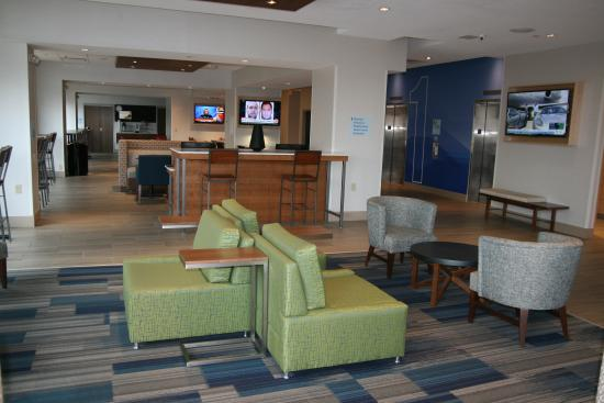 Holiday Inn Express & Suites Downtown Buffalo: sitting area