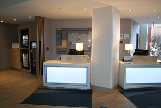 Holiday Inn Express & Suites Downtown Buffalo: Check in area next to Marketplace