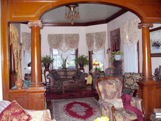 Mound City, IL: Living room from parlor