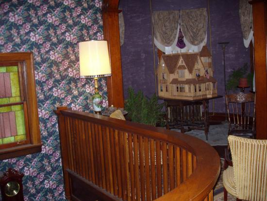 Mound City, IL: Upstairs sitting room in turret with antique dollhouse
