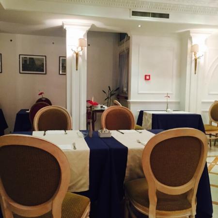Sunrise Hotel: Breakfast room